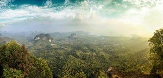 Красивый вид от точки зрения на горе Стоковое фото RF