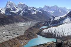 Красивый вид от Gokyo Ri, зоны Эвереста, Непала стоковое фото