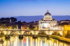 Красивый вид реки Тибра и купола Ватикана, Рима Стоковое фото RF