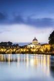 Красивый вид реки Тибра и купола Ватикана, Рима Стоковое Изображение