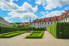 Красивый вид сада Valdstejnska Zahrada Wallenstein, Праги, чехии Стоковые Изображения