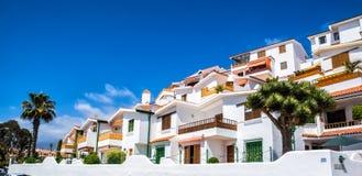 Красивый вид традиционной архитектуры Лос Cristianos стоковое фото rf