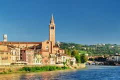 Красивый вид церков Санты Анастасии в Вероне, Италии Стоковые Фотографии RF