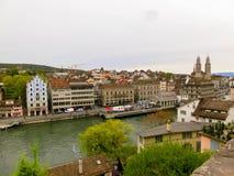 Красивый вид Цюриха и реки Limmat, Швейцарии стоковые изображения rf