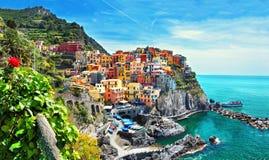 Красивый вид Manarola Одна из 5 известных красочных деревень национального парка Cinque Terre в Италии Стоковое фото RF