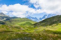 Красивый вид Mont Blanc в французских горных вершинах Стоковые Изображения RF