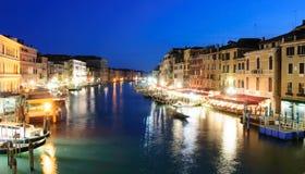 Красивый вид Venezia на ноче, Венеции, Италии Стоковое Изображение