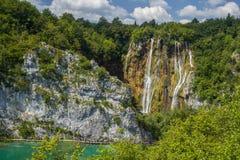 Красивый водопад в национальном парке озер Plitvice Хорватия стоковые изображения