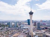 Красивый воздушный взгляд отснятого видеоматериала гостиницы стратосферы которая самое высокорослое здание в Лас-Вегас стоковые изображения rf