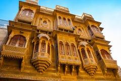 Красивый дворец Haveli ki Patwon сделанный из золотого известняка i Стоковая Фотография RF