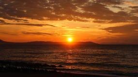 Красивый восход солнца в море или заходе солнца Стоковая Фотография