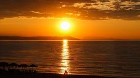Красивый восход солнца в море или заходе солнца Стоковое Изображение