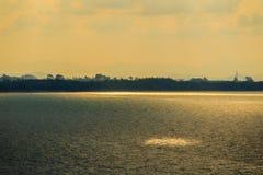 Красивый восход солнца над морем в утре на пасмурный день то Стоковые Фотографии RF