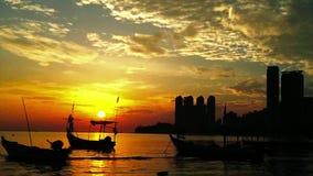 Красивый восход солнца на Tanjung Bungah Penang Малайзии сток-видео