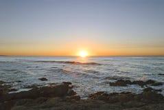 Красивый восход солнца через море Стоковая Фотография