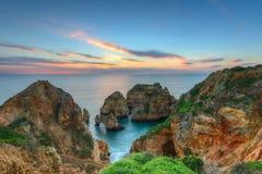 Красивый восход солнца ландшафта моря Португалия Стоковое Изображение