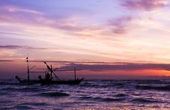 Красивый восход солнца и корабль моря. Стоковое Изображение RF