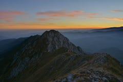 Красивый восход солнца и узкие гребни стоковое фото