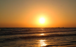 Красивый восход солнца на море с ясным небом Стоковая Фотография