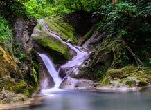 Красивый водопад (водопад Erawan) Стоковое Изображение RF