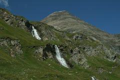 Красивый водопад в высокогорной природе Стоковые Изображения RF
