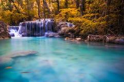 Красивый водопад в осени Стоковая Фотография RF