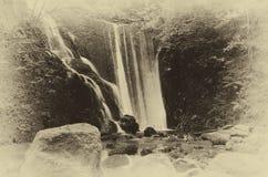 Красивый водопад в шотландском Глене Стоковое Изображение RF