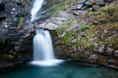 Красивый водопад горы стоковые изображения rf