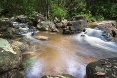 Красивый водопад Taphan Hin в взгляде дождя Стоковая Фотография RF
