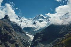 Красивый высокогорный ландшафт с путем горы, швейцарец Альпы, Европа Стоковые Изображения