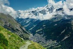 Красивый высокогорный ландшафт с путем горы, швейцарец Альпы, Европа Стоковая Фотография