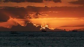 Красивый гавайский заход солнца над океаном стоковые фотографии rf