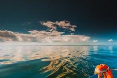 Красивый горизонт и небо моря вечера seascape Стоковое фото RF