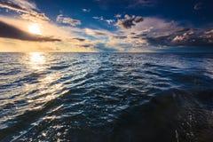 Красивый горизонт и небо моря вечера seascape Стоковое Изображение RF