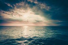 Красивый горизонт и небо моря вечера seascape Стоковая Фотография