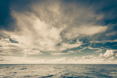 Красивый горизонт и небо моря вечера seascape Стоковые Фото