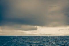 Красивый горизонт и небо моря вечера seascape Стоковые Фотографии RF