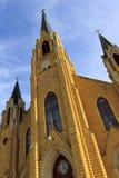 Красивый готический подъем высокое I Steeples церков стиля Стоковая Фотография