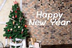 Красивый дизайн интерьера рождества В украшенной комнате Крис Стоковые Изображения