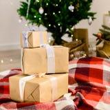 Красивый дизайн интерьера рождества Селективный фокус на подарках, o Стоковые Фото