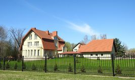Красивый дом и славный сад, Литва Стоковое Изображение