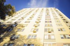 Красивый дом мульти-этажа, элементы современного нового жилого дома стоковое изображение