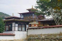 Красивый дом построенный в бутанском стиле На пути к Punakha Dzong Punakha стоковые изображения rf
