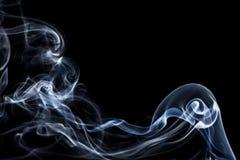 Красивый дым на черной предпосылке - обоях стоковое фото