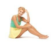 Красивый девочка-подросток в вскользь одеждах Стоковое Фото