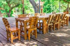 Красивый деревянный обеденный стол Стоковое Изображение RF
