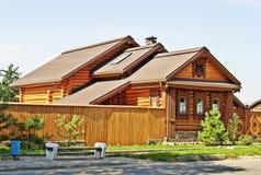 Красивый деревянный дом стоковые фотографии rf