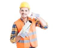 Красивый делать архитектора или инженера вызывает меня жестом Стоковое фото RF