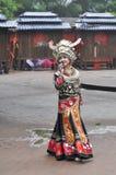 Красивый женский исполнитель народных песен Стоковые Изображения RF
