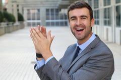 Красивый жизнерадостный хлопать бизнесмена Стоковые Фото